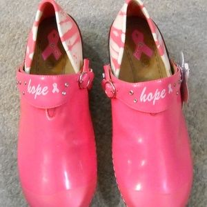 NEW WOMEN'S ROCKY BREAST CANCER SHOES SIZE 8-8.5